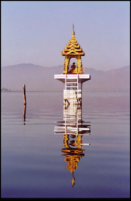 pagode_in_meer